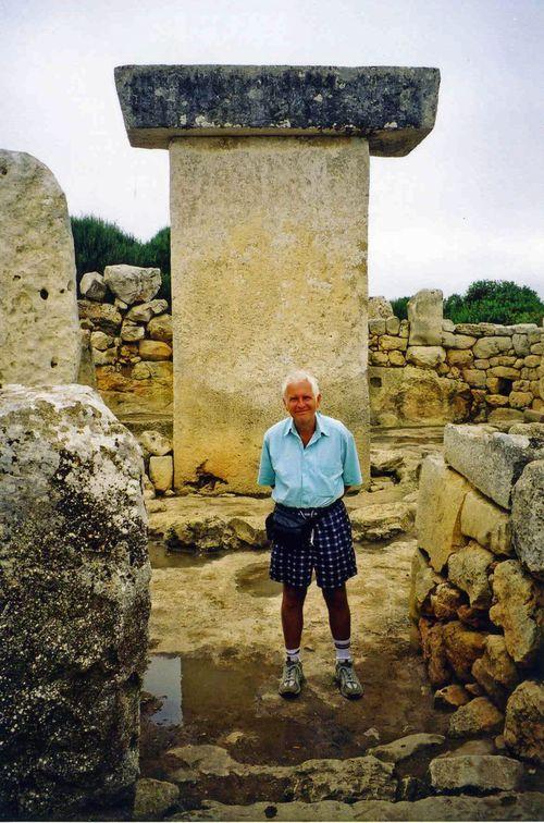 Tau monument046
